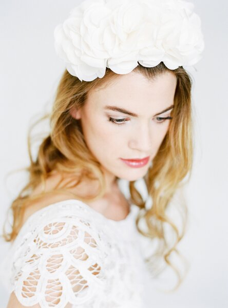 Brautfrisuren 2016 für lockiges Haar.