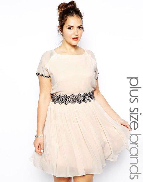 Sukienka na wesele w większym rozmiarze: odcień różu