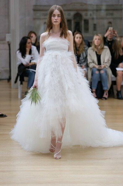 Vestidos de novia Oscar de la Renta 2018: novedades llenas de ...