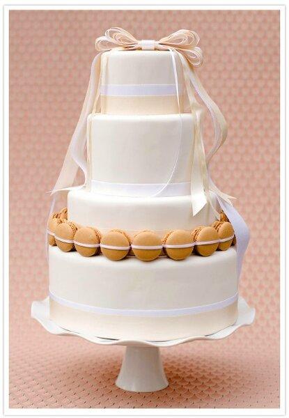 Piętrowy tort weselny, źródło: 100layercake