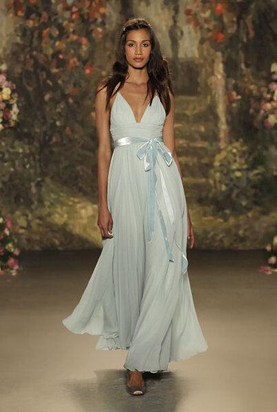 Vestido de noiva em tons de azul.
