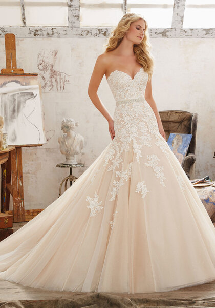 Style 8101, MoriLee.