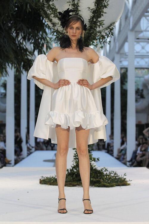 Ein Hoch auf kurze Brautkleider – ob für das Standesamt oder die Kirche