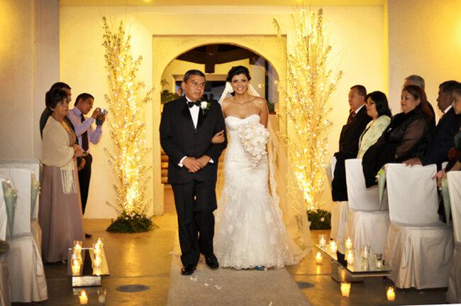 Entrada de la novia con su papá  a la ceremonia religiosa