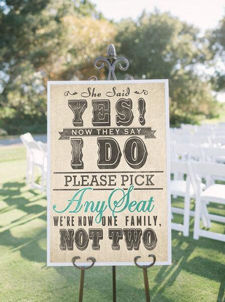 Un panneau amusant pour inviter vos invités à s'assoir.
