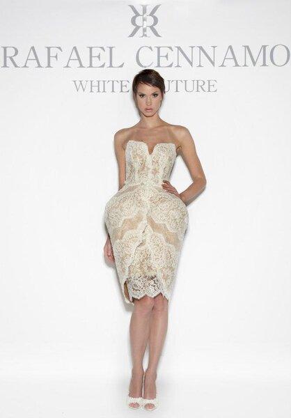 Suknia ślubna z kolekcji Rafael Cennamo White Couture na wiosnę 2014