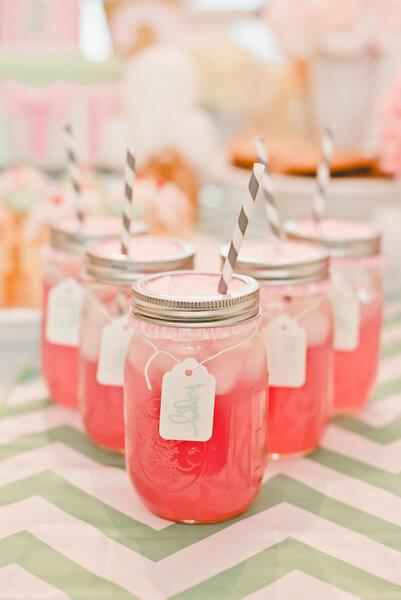 Erfrischende Limonade bei der Hochzeit