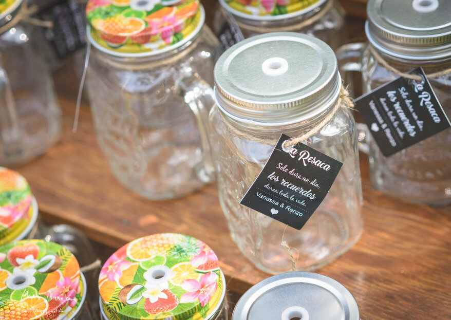 ¿Cómo adornar tarros de cristal para tu matrimonio?