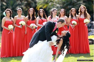Real Wedding: La boda de Paola y Víctor en Quinta Rubelinas con acentos en color rojo