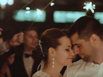 Romantyczna historia miłości na teledysku ślubnym Izabeli i Marcina! Nie przegap!