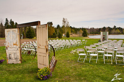 Dekoracje ślubne i weselne w stylu rustykalnym
