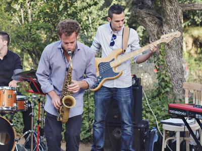 Hochzeitsband oder doch DJ - Wer spielt auf Ihrer Hochzeit? Tipps vom Profi!