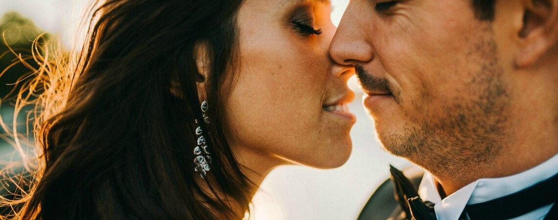 Wie findet ihr eure Liebe: Online oder im Alltag? Wir haben drei Sexologen dazu befragt!