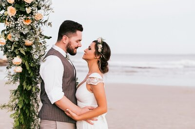 Luiza & Alexandre: casamento rústico-chic com os pés na areia de Santa Catarina!