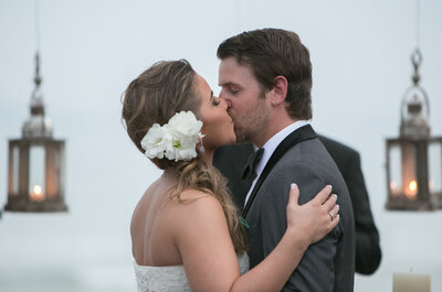 Allana e William: casamento internacional de frente para o mar de Búzios