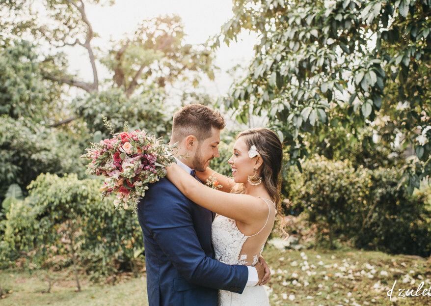 Carlos y Tatiana: una boda de agosto, con las flores como testigo de su amor