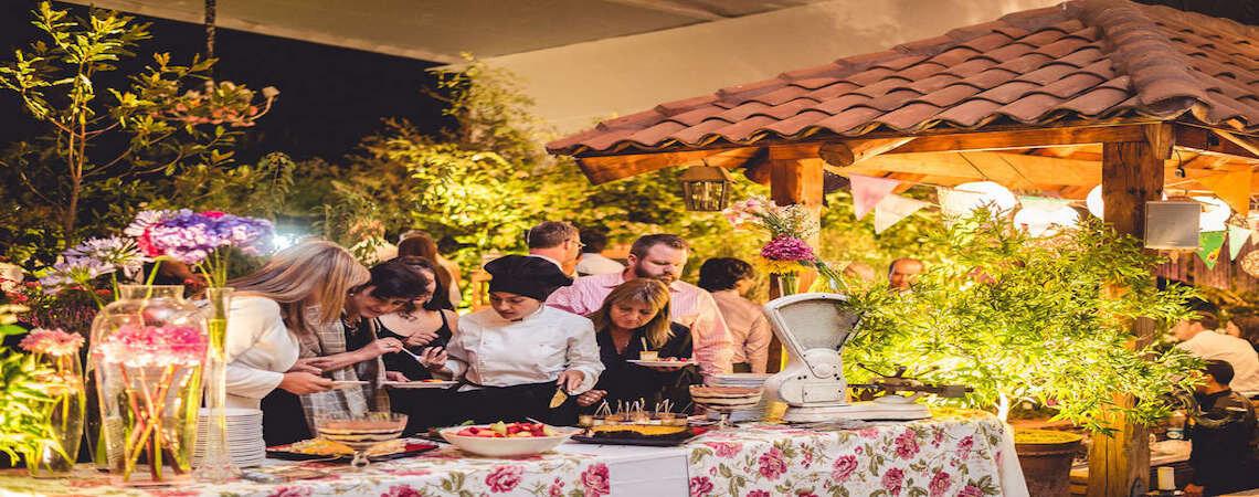 Sorprende a tus invitados con el mejor banquete de la mano de Banquetes & flores - Adolfo Cartajena G.
