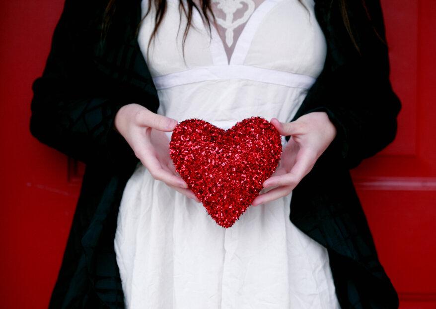 ¿Quieres atraer el amor? ¡Pon en marcha el hechizo del corazón carmesí!