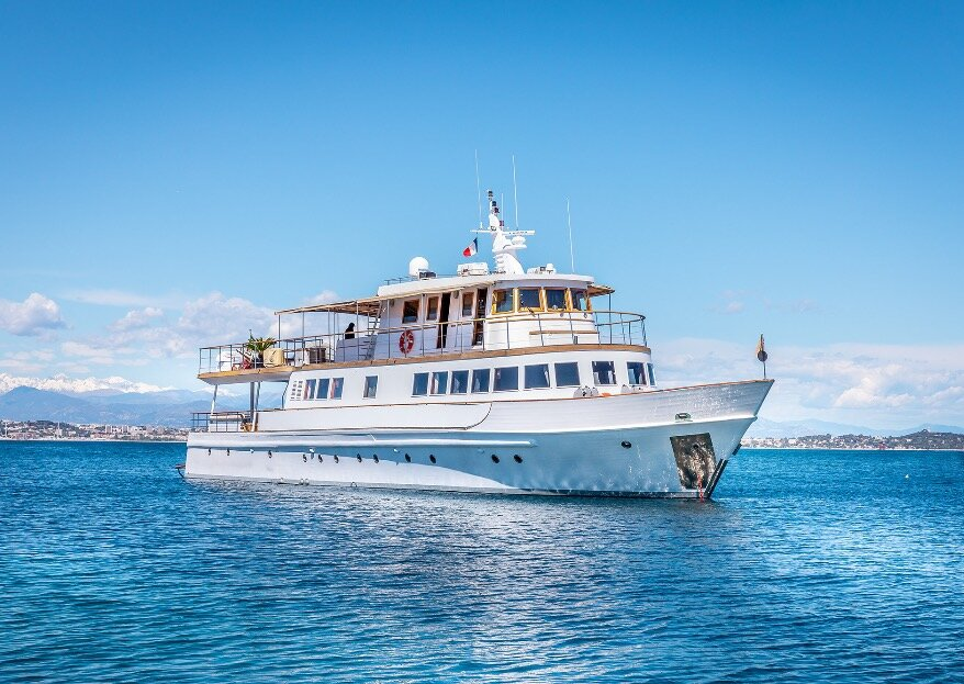 Le Clara One, un yacht d'exception intemporel et prestigieux sur lequel recevoir vos convives !