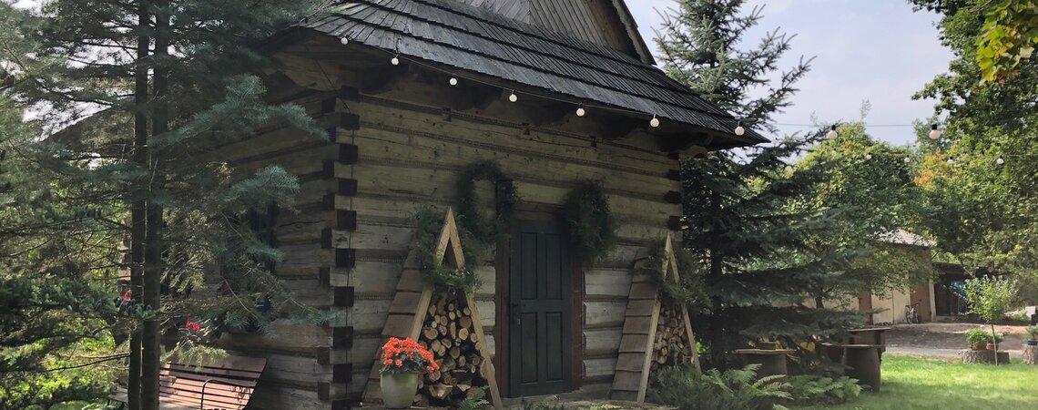 Przyjęcie na ludową nutę w pałacowym ogrodzie – Izba Góralska w Pałacu Rozalin