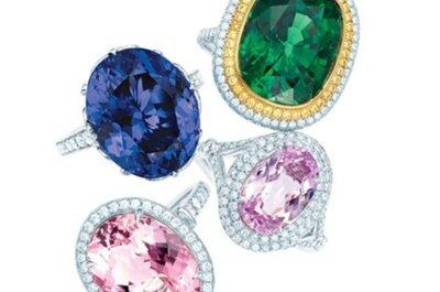 Arco iris de anillos de compromiso