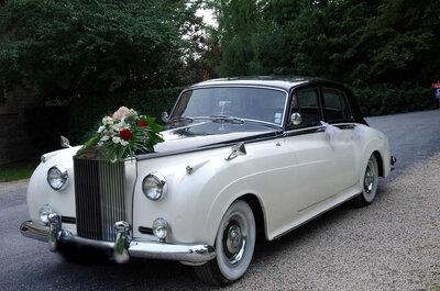 Epatez vos invités en arrivant dans une voiture rétro pour votre mariage!