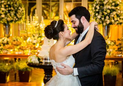 """Casamento clássico de Vívian & Lissandro: celebrado em uma igreja muito especial e registrado com muito amor pelo """"fotógrafo-padrinho"""""""