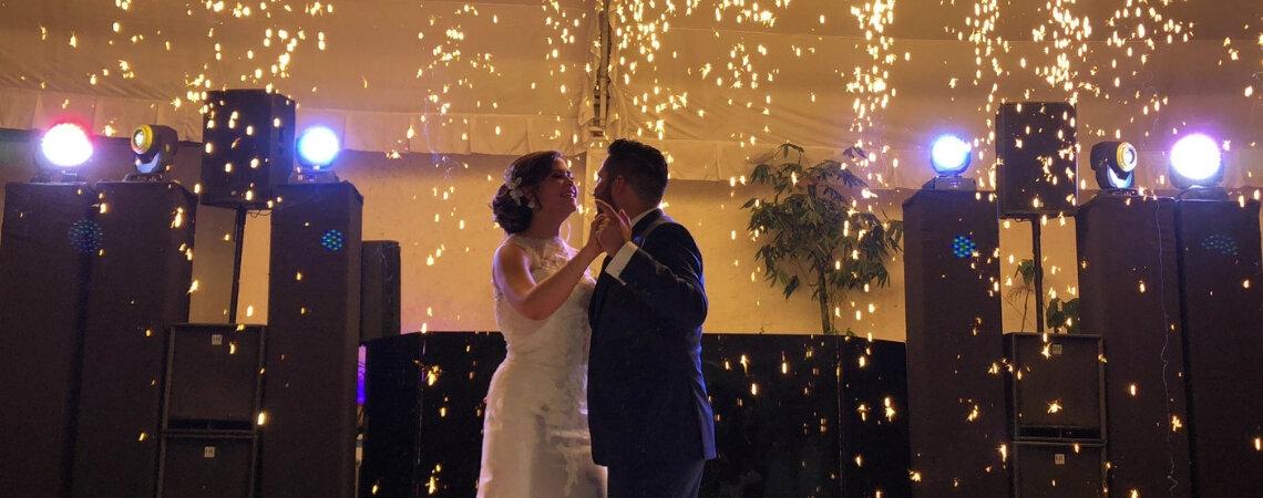 Anima tu boda con la mejor música: ¡una lista para no parar de bailar!