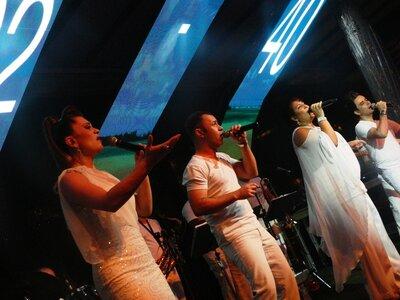 Música ao vivo no seu casamento com a banda New Times: ótima opção para animar o seu grande dia em São Paulo