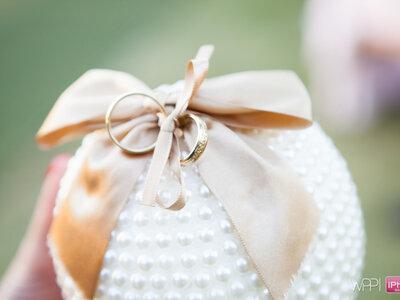 21 frases originais para gravar nas alianças de casamento: a 16 é para rir muito!
