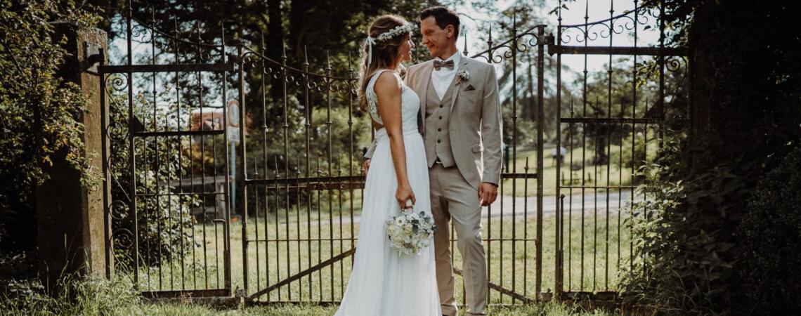 Julia & Andy zelebrieren ihre Liebe mit einer lockeren Gartenparty im Boho-Stil