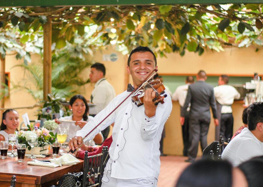 ¿Te gustaría contagiar de pasión a tu pareja e invitados? ¡Ameniza tu boda con Stevens Violín Show!