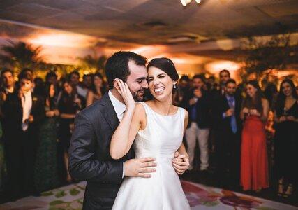 Casamento rústico chic de Carolina & Rafael: toques clássicos e uma animada festa no Iate Clube do Rio de Janeiro