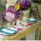 Wesele: kolorowe kwiaty na ślubnym stole, Foto: Damaris Mia