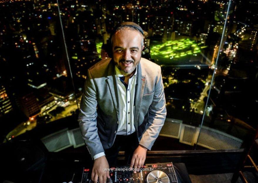 Quer a trilha sonora da sua festa totalmente personalizada? Conheça o DJ Marcelo Barres!