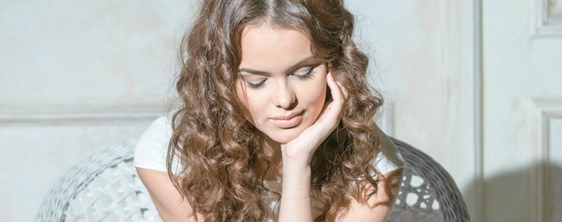 Top Hairstyles For Brides With Curly Hair