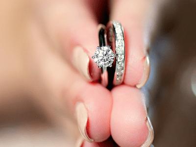 Eheringe, Ringkissen und Blumenkinder – Your Perfect Day hilft mit den liebevollen Details