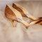 Zapatos de novia con brillos y aplicaciones de pedrería - Foto Mi Belle