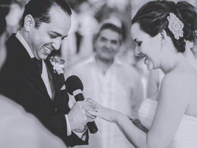 El amor, tan eterno como el mar: La boda de Adriana y Bernardo