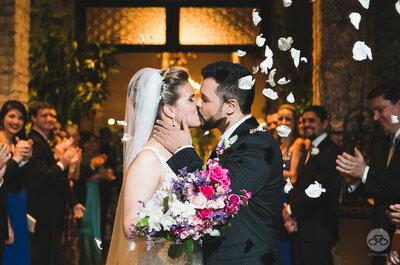 Casamento clássico em verde e branco de Denise e Luís: uma homenagem ao time do coração!