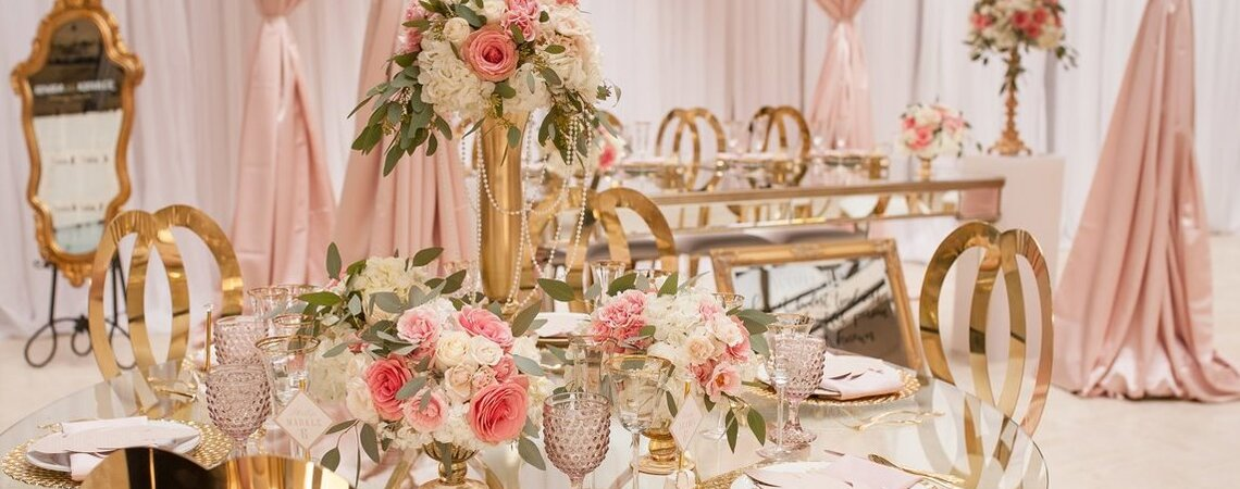 Floral Design: Pure Hue Dynasty | Photo: Roxana Silva Photography | Venue: Columbus Centre