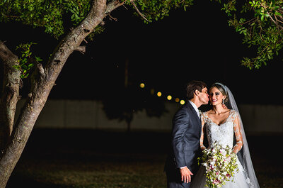 Larissa & Victor: casamento clássico na igreja de infância e festa deslumbrante na casa da noiva