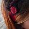 Cintillo en rojo y negro con encaje. Foto: Nuez Moscada