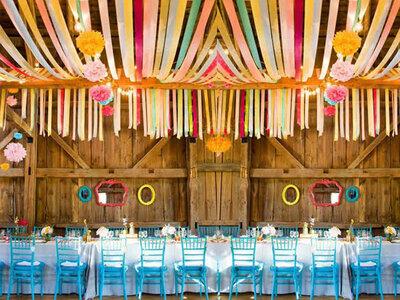 Decora il tuo matrimonio con i nastri: un tocco di colorata allegria