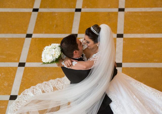 Casamento clássico de Kríssie & Delvan: com toques modernos e super animado, realizado no hotel mais tradicional do Rio de Janeiro