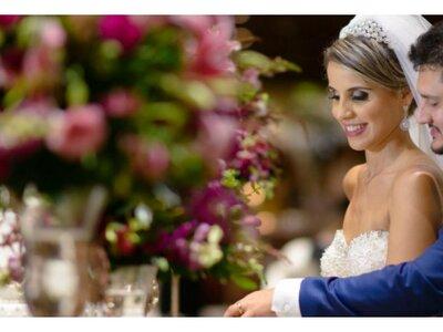 Casamento clássico de Amanda & João: decoração linda e muita emoção