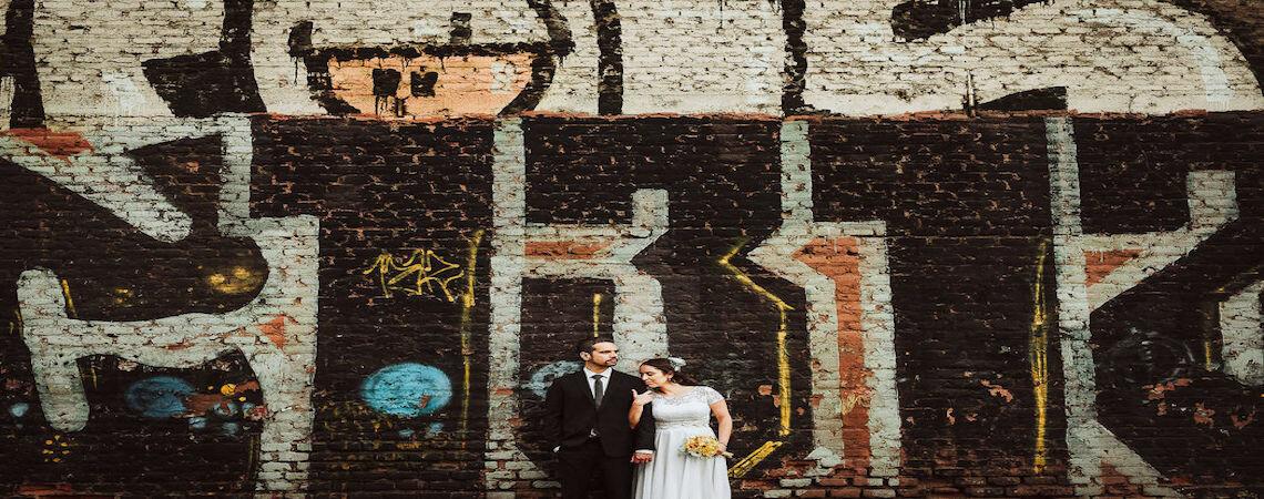 Descubre las mejores fotografías de novios en escenarios industriales y urbanos