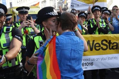 La proposta di matrimonio più emozionante del Gay Pride di Londra