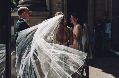 Prawdziwy angielski ślub i wesele okiem polskiego fotografa ślubnego. Niezwykłe kolory, reporterskie spojrzenie i magia analogu!