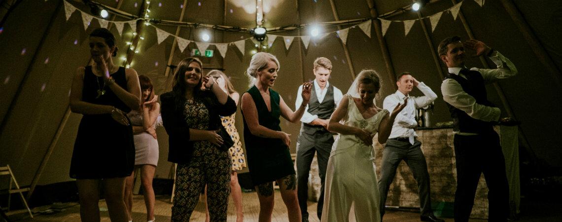 Música para tu fiesta de matrimonio: ¡las tendencias que harán bailar a todos en tu boda!